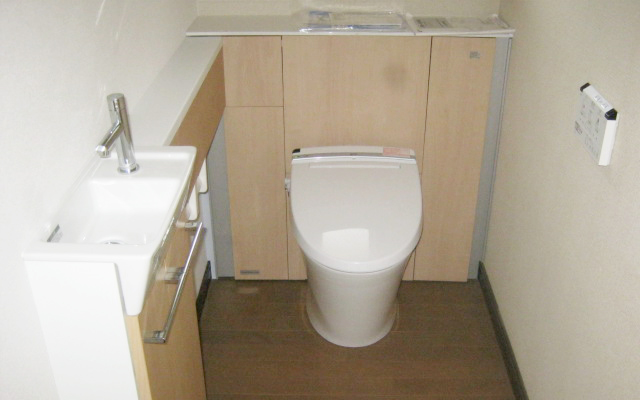 手洗いとトイレ一体型のL型トイレの設置
