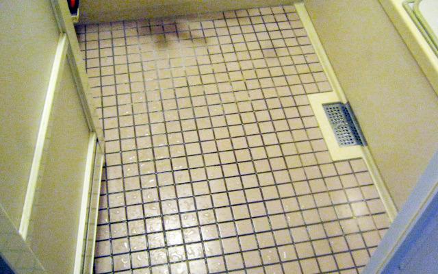 浴室のタイル目地クリーニング